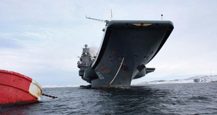 """Lotniskowiec """"Admirał Kuzniecow""""."""