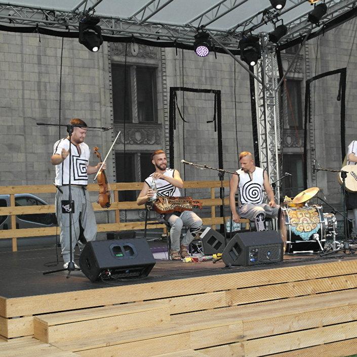 Koncert na ulicach Warszawy