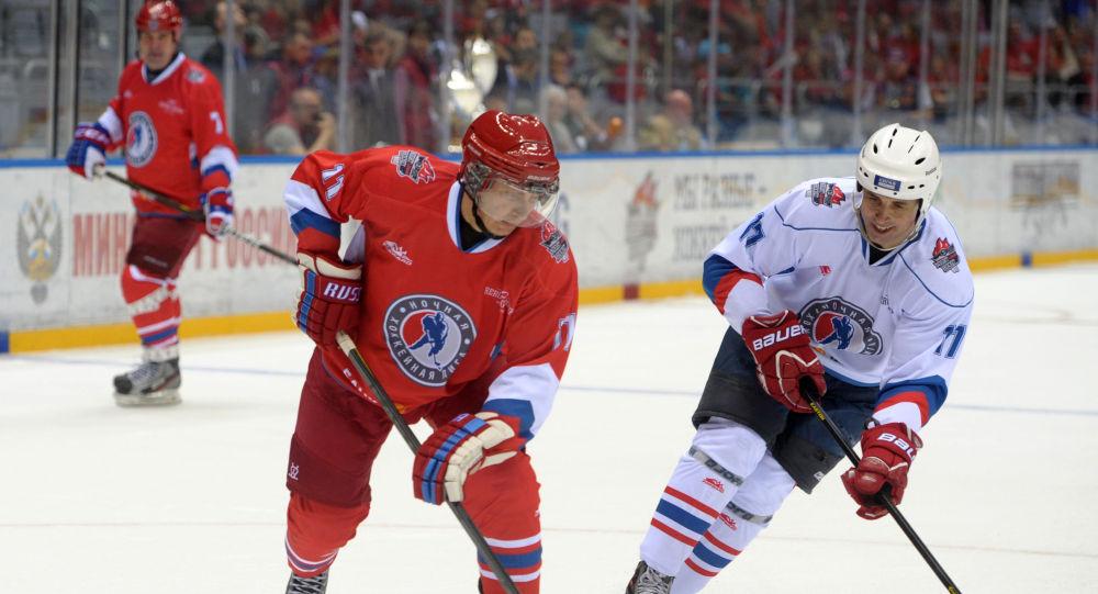 Władimir Putin gra w hokeja w Soczi, 10 maja 2014