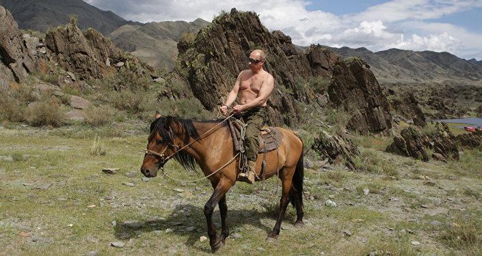 Premier Władimir Putin w chwili wypoczynku  w Republice Tywa 3 sierpnia 2009
