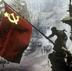 Zatknięcie flagi na Reichstagu