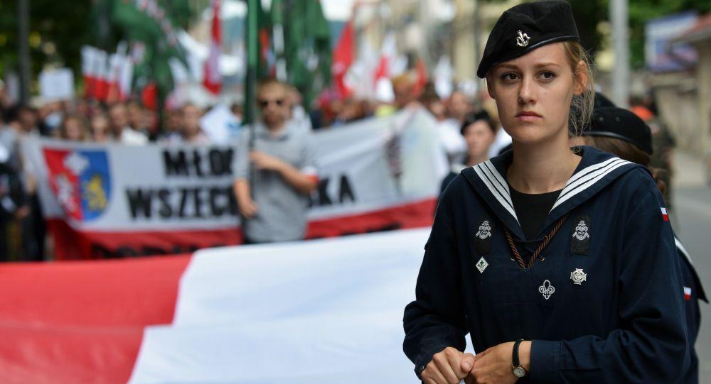 Co roku 11 lipca Polacy odbywają marsz ku czci zamordowanych i składają wieńce na grobach ofiar ukraińskich nacjonalistów.