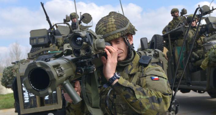 Czescy żołnierze na ćwiczeniach NATO w Pardubice