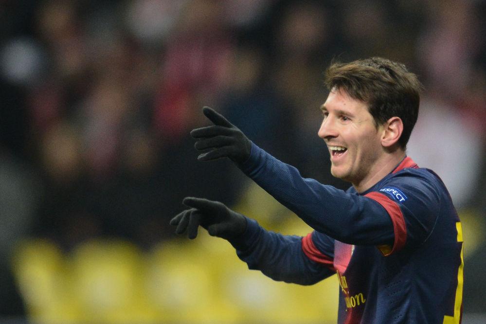 Kapitan reprezentacji Argentyny w piłce nożnej Lionel Messi jest na 8. Miejscu listy. Forbes oszacował jego dochody na 81,5 mln dolarów.