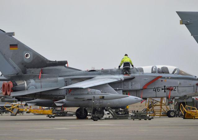 Niemiecki samolot wojskowy w bazie lotniczej Incirlik w Turcji