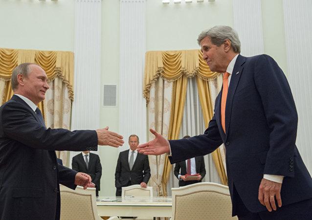 Kerry na spotkaniu z Putinem.