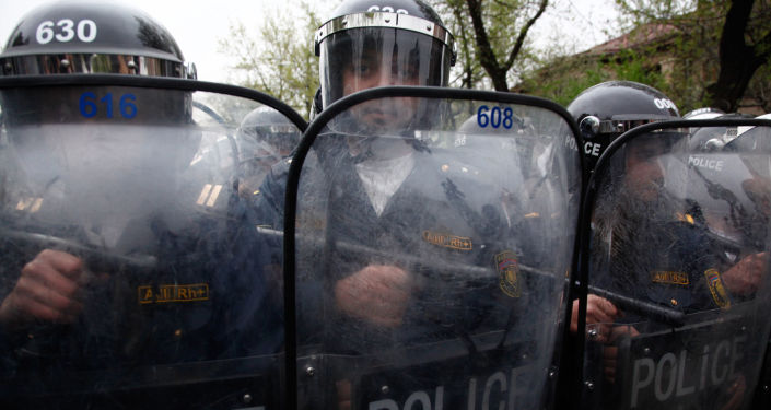 Funkcjonariusze policji w Armenii.