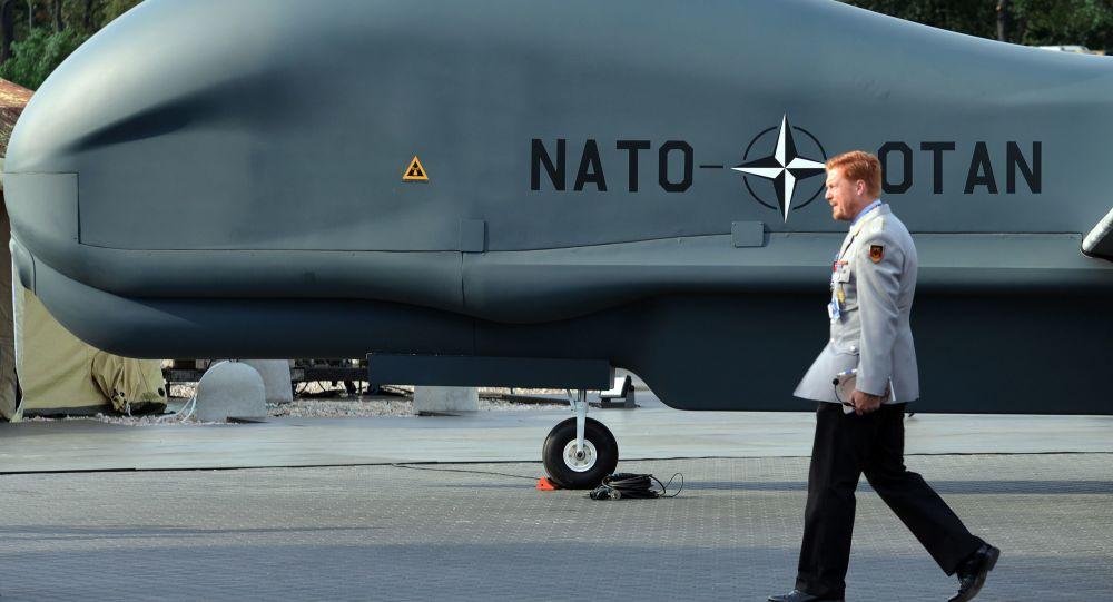 Samolot bezzałogowy NATO Global Hawk Block 40. przedstawiony na szczycie NATO w Warszawie