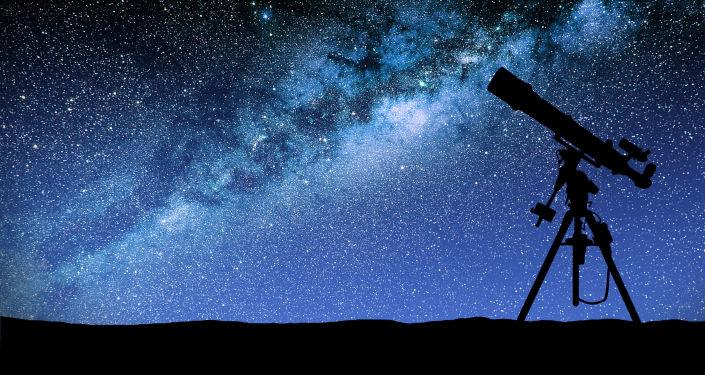 Teleskop na tle Drogi Mlecznej