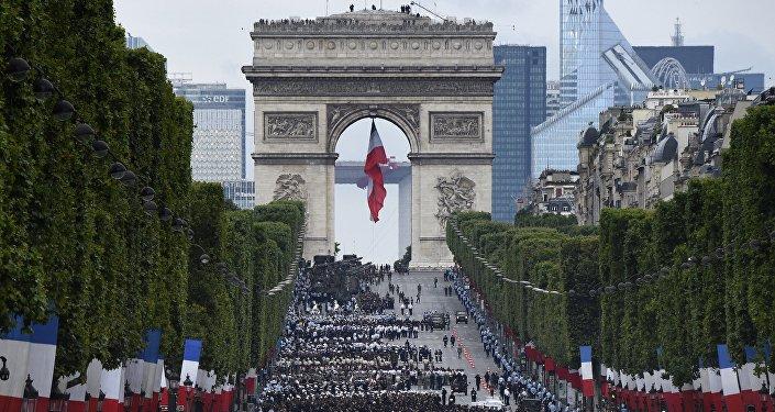 Paryż, przygotowania do parady wojskowej przed Dniem Bastylii, 14 lipca 2016