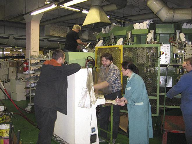 Produkcja sportowej odzieży i obuwia marki WOLAN.
