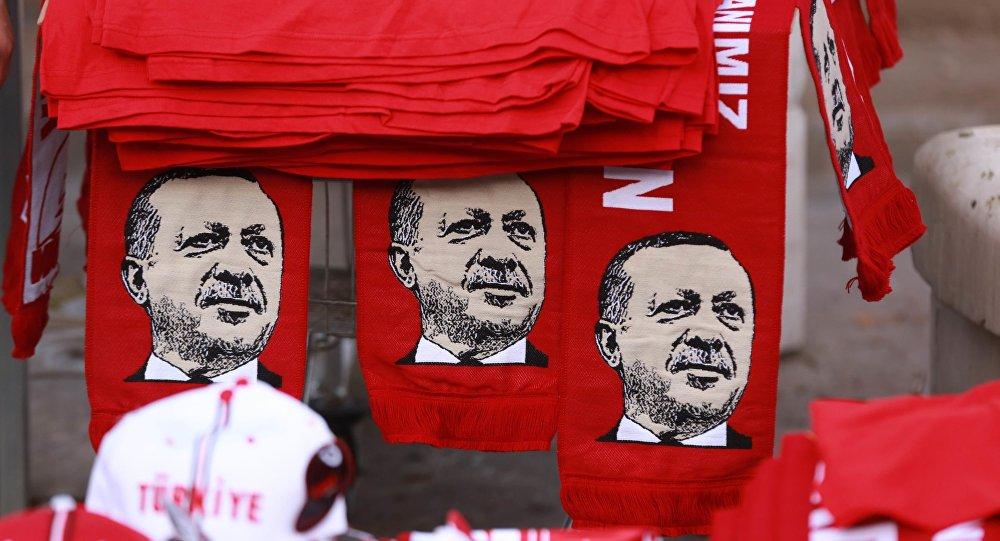 Szaliki z wizerunkiem tureckiego prezydenta Erdogana