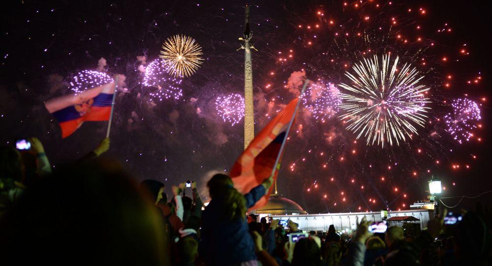 Pokaz fajerwerków w Moskwie na cześć 70. rocznicy Zwycięstwa w Wielkiej Wojnie Ojczyźnianej