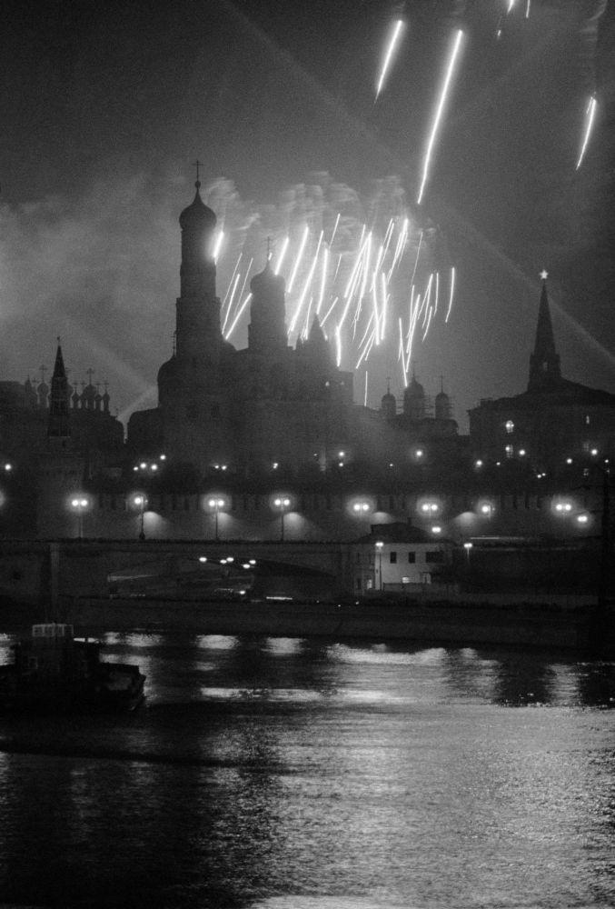 Sztuczne ognie nad Placem Czerwonym 9 maja 1945
