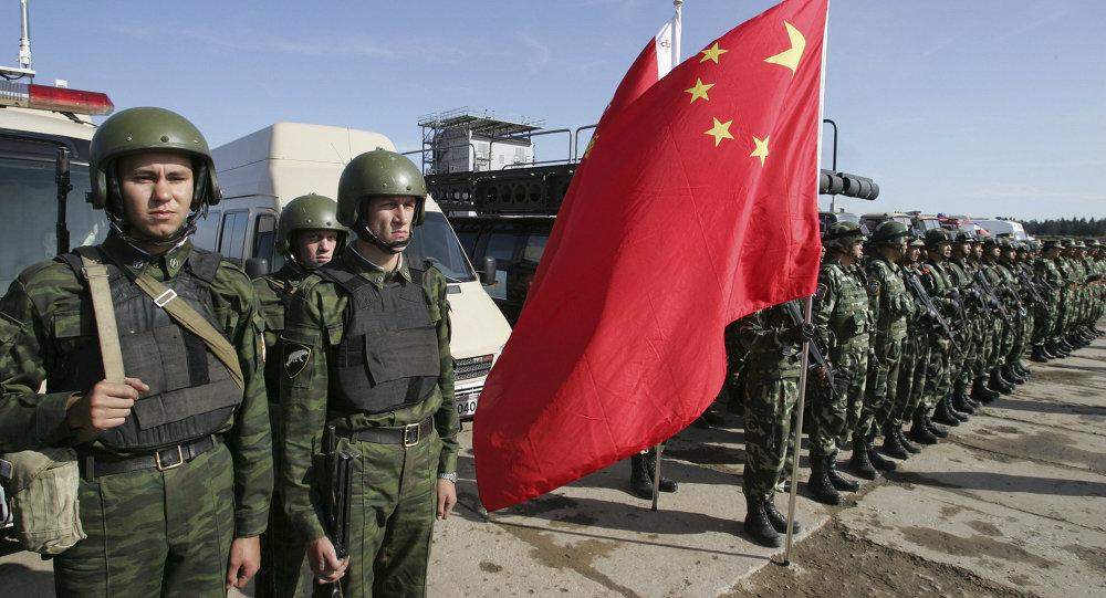 Rosyjscy i chińscy żołnierze