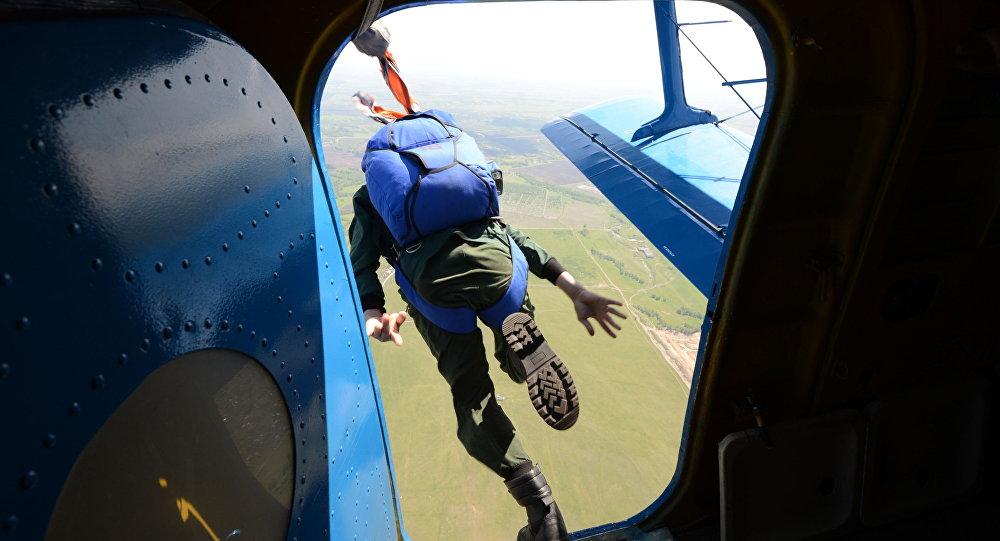 Skoki ze spadochronem