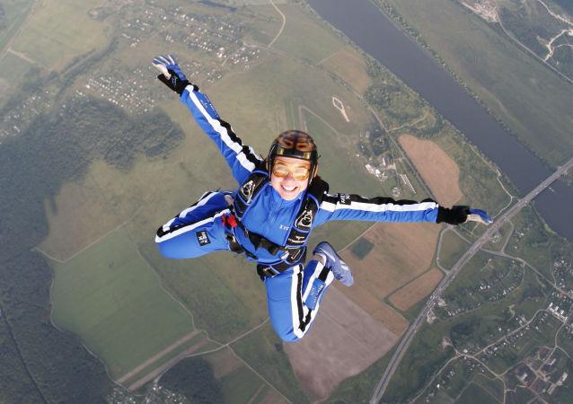 Rekordowy skok ze spadochronem online dating