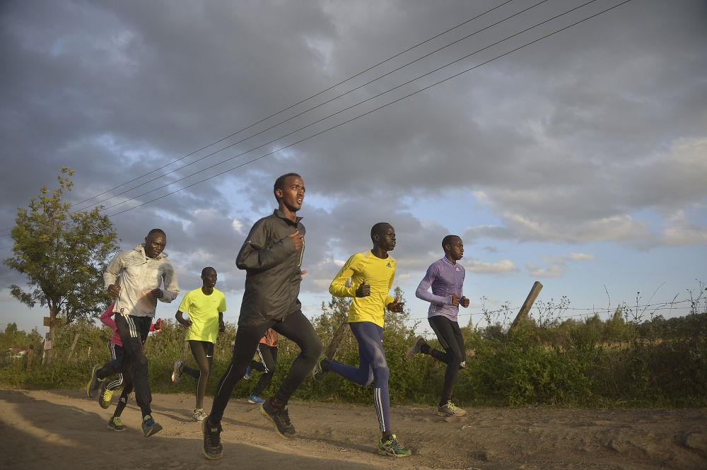 Członkowie reprezentacji olimpijskiej uchodźców podczas treningu w Nairobii, 25.07.2016.