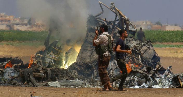Wrak zestrzelonego w Syrii rosyjskiego śmigłowca Mi-8