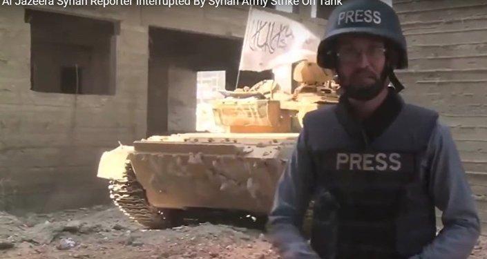 Syria: w trakcie relacji na żywo za plecami dziennikarza eksplodował czołg