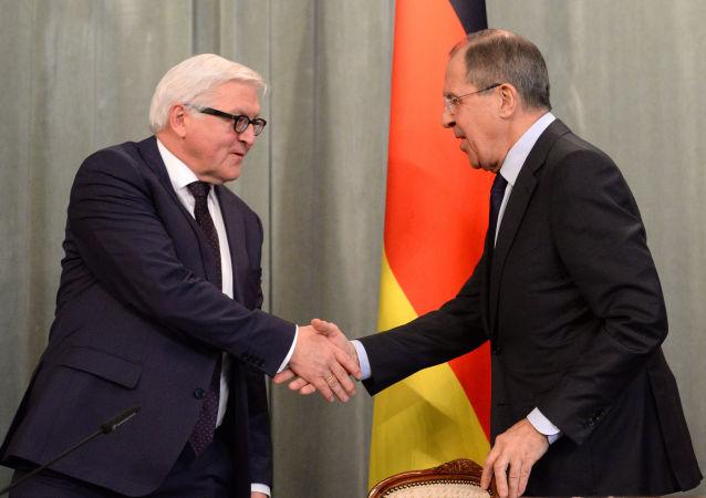 Szef rosyjskiej dyplomacji Siergiej Ławrow i minister spraw zagranicznych Niemiec Frank-Walter Steinmeier