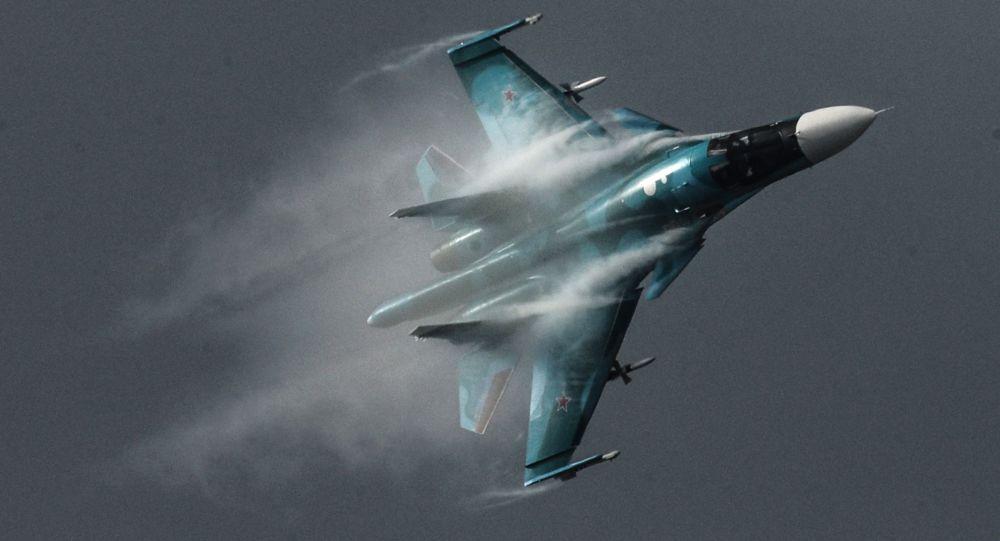 Su-34 – rosyjski wielozadaniowy bombowiec taktyczny, klasyfikowany również jako samolot myśliwsko-bombowy, zdolny do przenoszenia taktycznej broni jądrowej. Samolot może wykonywać również zadania bliskiego wsparcia powietrznego, rozpoznawcze i nękania sił przeciwnika.