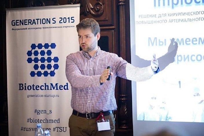 Chirurg Eduard Timbakow.