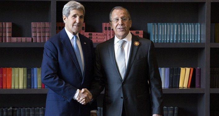 Sekretarz stanu USA John Kerry i szef MSZ Rosji Siergiej Ławrow w Soczi