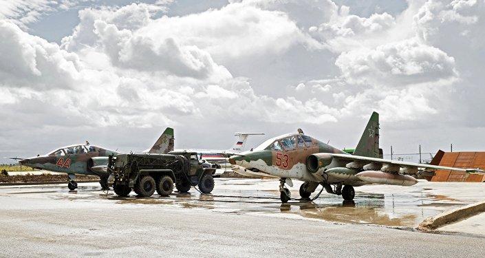 Rosyjskie Su-25 na bazie w Hmeimim