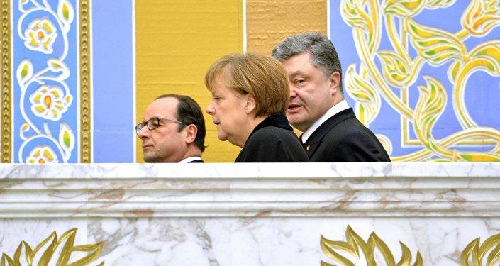 Liderzy Niemiec, Francji i Ukrainy w Mińsku.