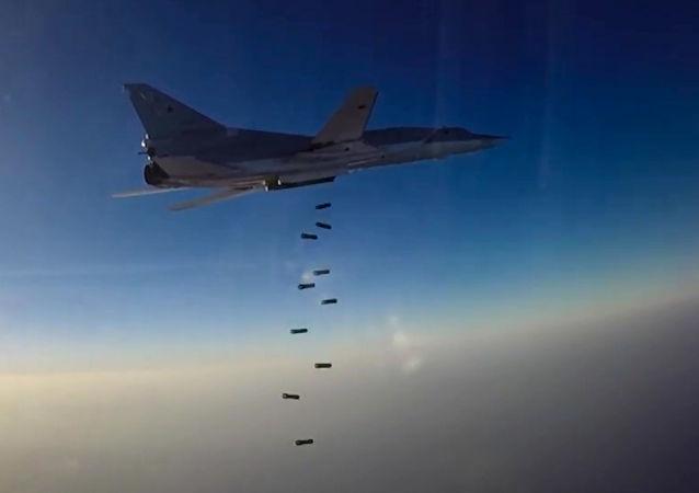 Nalot samolotu TU-22M3 na pozycje terrorystów w Syrii