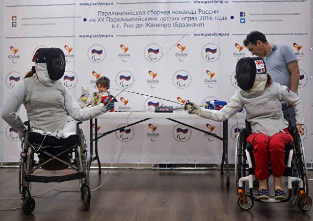 Kseniya Ovsyannikova i Anna Petukhova, członkinie rosyjskiej reprezentacji paraolimpijskiej, na konferencji prasowej prze Paraolimpiadą w Rio de Janeiro