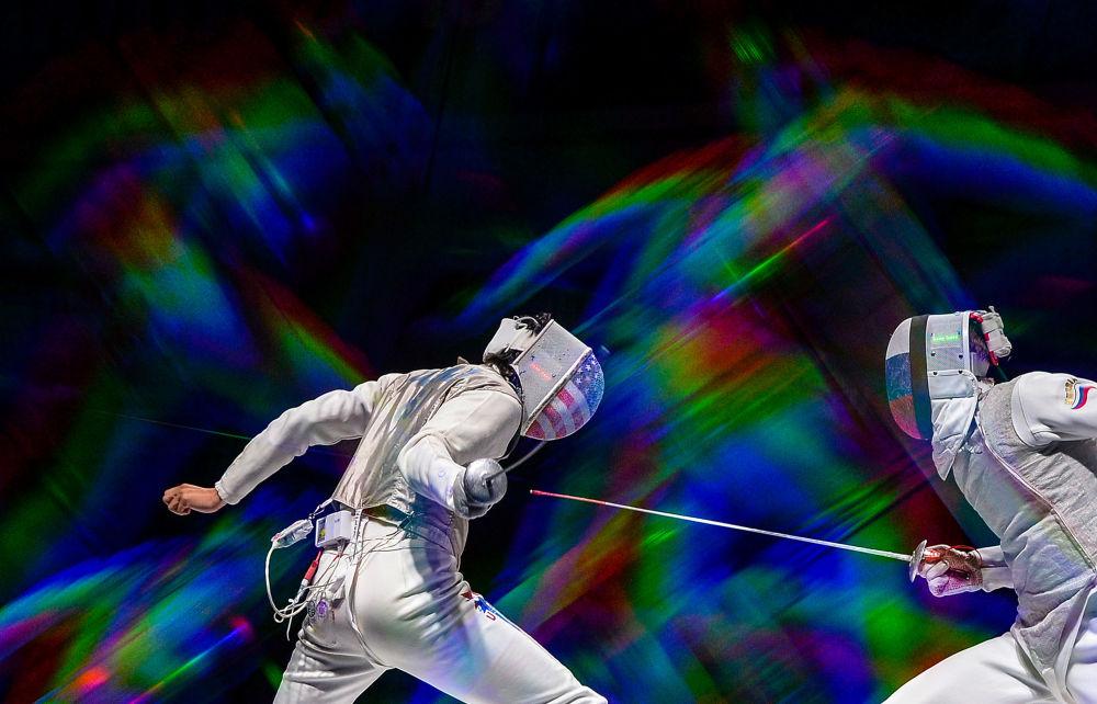 Pojedynek półfinałowy na zawodach mężczyzn w szermierce na mistrzostwach świata w Moskwie