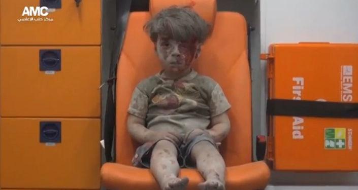 Zdjęcie Omrana Daqneesha opublikowane przez Aleppo Media Centre