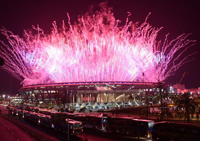 Fajerwerki podczas ceremonii zamknięcia XXXI Letnich Igrzysk Olimpijskich