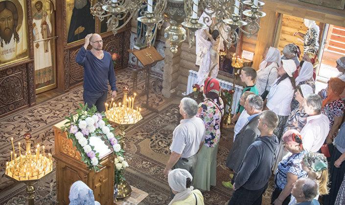 Nabożeństwo na święto Przemienienia Pańskiego w cerkwi świątego Serafina Sarowskiego w Łotoszynie.