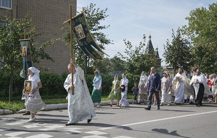 Procesja do miejsca, gdzie kiedyś w Łotoszynie znajdowała się kamienna cerkiew Przemienienia Pańskiego.