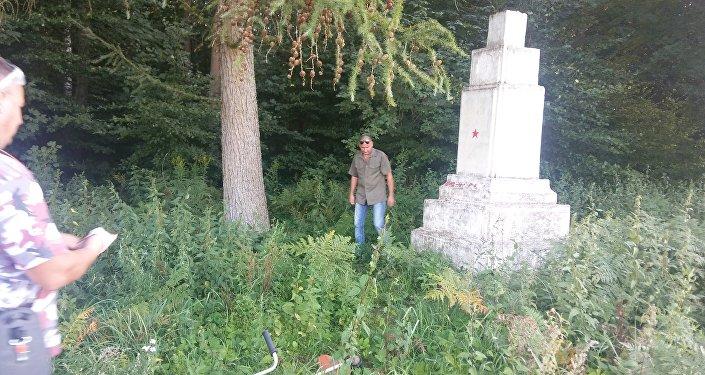 Za sprawą wandali oraz zgubnego wpływu warunków atmosferycznych, pomnik popadł w ruinę.