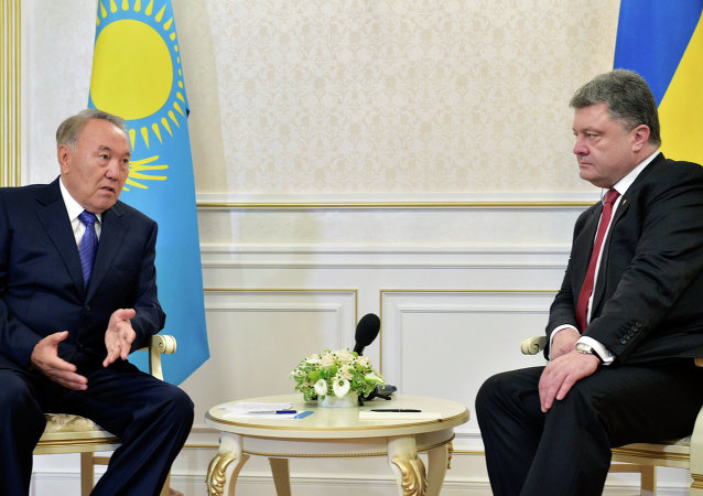 Kazakhstan's President Nursultan Nazarbayev (L) and Ukrainian President Poroshenko during the negotiations in Minsk, Belarus.