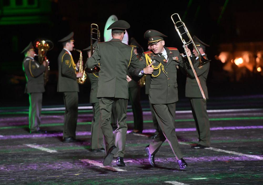 Uczestnicy z Białorusi podczas ceremonii otwarcia 9. edycji Międzynarodowego Festiwalu Orkiestr Wojskowych Spasskaja Basznia