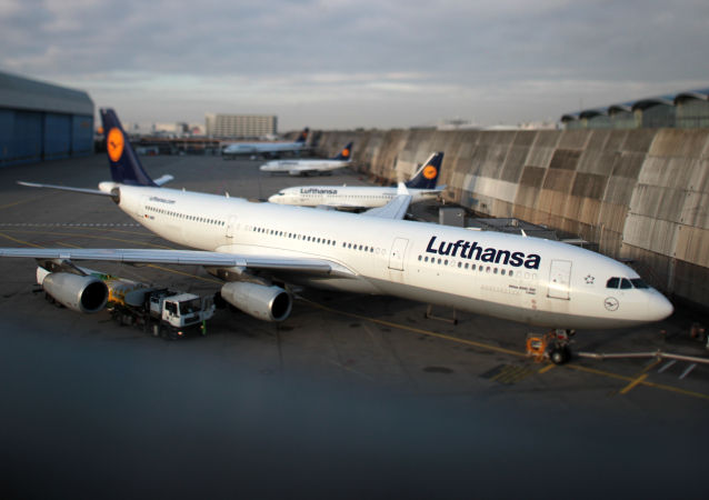 Samolot na lotnisku we Frankfurcie nad Menem