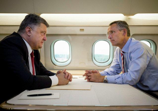 Prezydent Ukrainy Petro Poroszenko i sekretarz generalny NATO Jens Stoltenberg