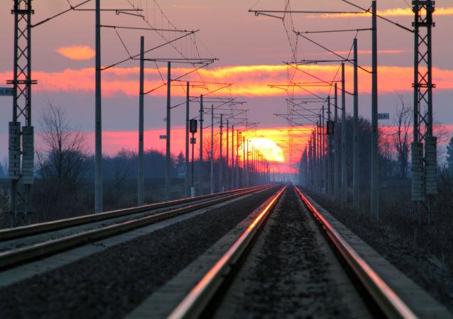 Kolej o zachodzie słońca