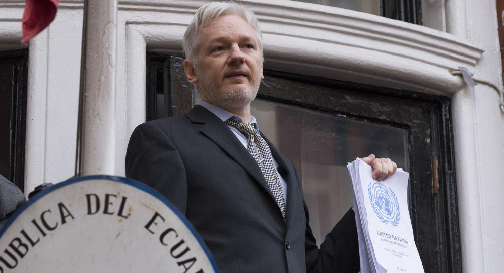 Założyciel WikiLeaks Julian Assange w ambasadzie Ekwadoru w Londynie