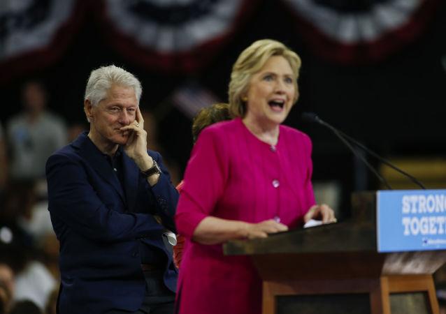 Były prezydent USA Bill Clinton i kandydatka na prezydenta USA Hillary Clinton