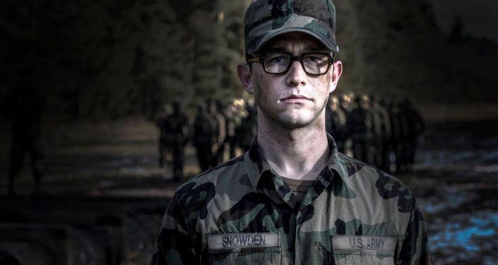 Kadr z filmu Snowden Olivera Stone'a