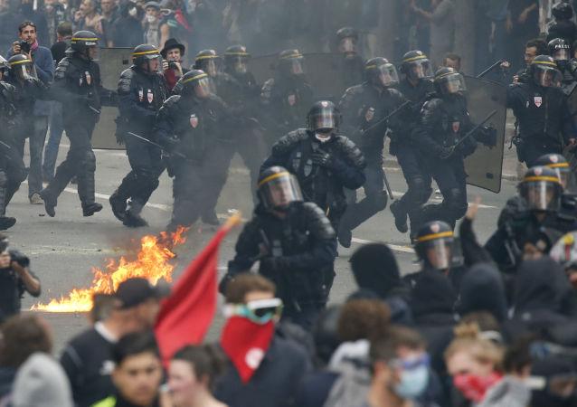 W Paryżu odbył się marsz przeciwko reformie prawa pracy