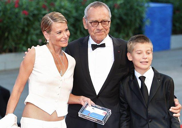 Aktorka Julia Wysocka, reżyser Andriej Konczałowski i ich syn Piotr na ceremonii zamknięcia 73 Międzynarodowego Festiwalu Filmowego w Wenecji przed Pałacem Kina na wyspie Lido