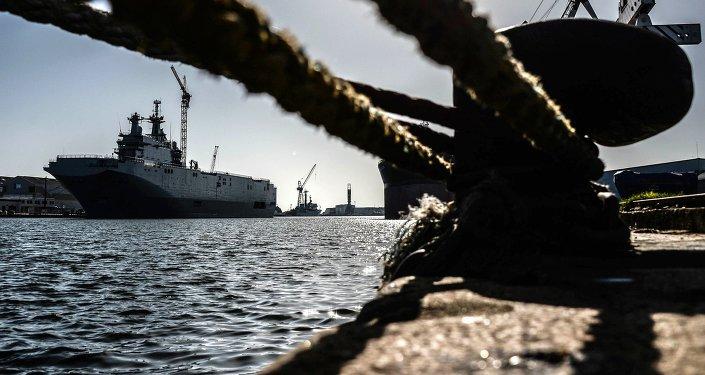 Okręt desantowy Władywostok klasy Mistral w stoczniach francuskiej spółki SNX France.