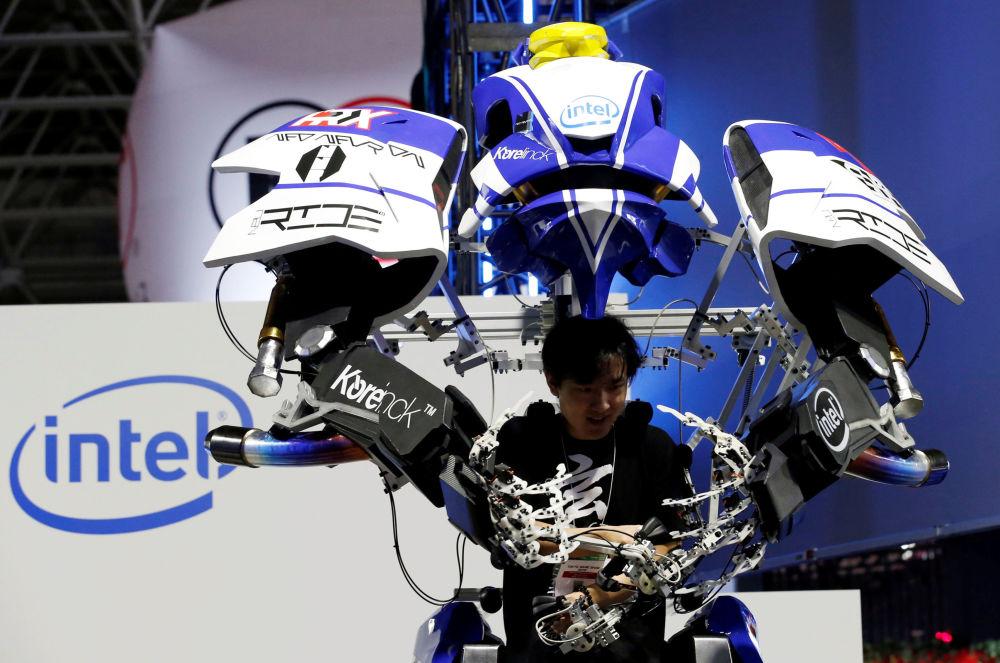 Robot z gry Figureheads, targi Tokyo Game Show 2016 w Tokio, wrzesień 2016